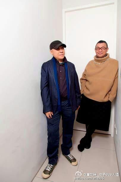 洪偉明與呂芳智牽手33年(圖/翻攝自微博)