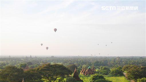 蒲甘清晨升空的熱氣球