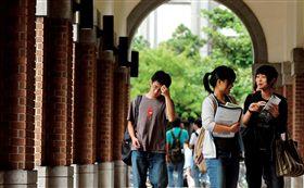 學生,學校,教育,大學生,上課,走廊(圖/黃明堂攝影/換日線Crossing)(名家專用)