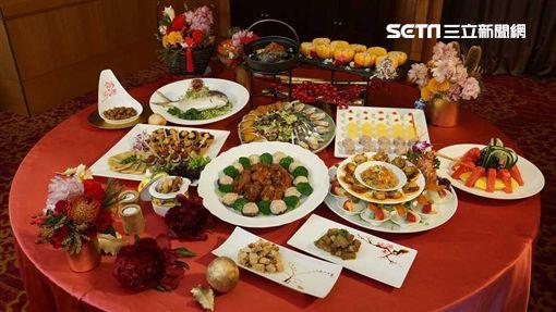 台北六福除夕桌菜。(圖/六福提供)