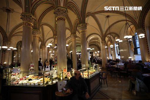 維也納咖啡廳。Cafe Central。(圖/記者簡佑庭攝)