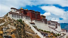 西藏,布達拉宮。(圖/維基百科,作者Antoine Taveneaux,C.C.Licence)