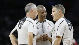NBA裁判(ap)