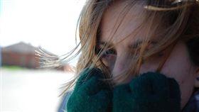 國健署提醒,冬天注意保暖、及減少刺激物是控制氣喘重要的一環。(圖/Flikr CC授權/原作者Jaime Perez,網址 http://bit.ly/2gApRL2)