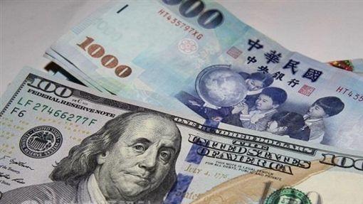 新台幣爆量重貶1.2角 守住32元大關中央社