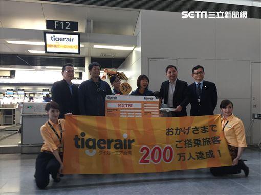 台灣虎航第200萬旅客,出現在日本名古屋機場。(圖/台虎提供)