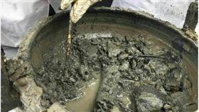 河南古墓挖出「千年牛肉湯」?專家:是地下滲水 微博
