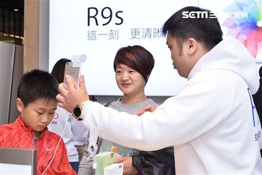 R9s銷售佳  OPPO找邱勝翊抱粉絲