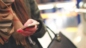滑手機,低頭族(圖/StockSnap)