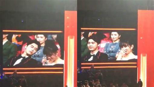 李易峰偷瞄陳喬恩 逗趣互動全被鏡頭捕捉。資料來源:娛樂風向榜微博