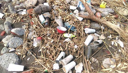 2016海洋廢物榜首:寶特瓶 塑膠袋是長年黑名單
