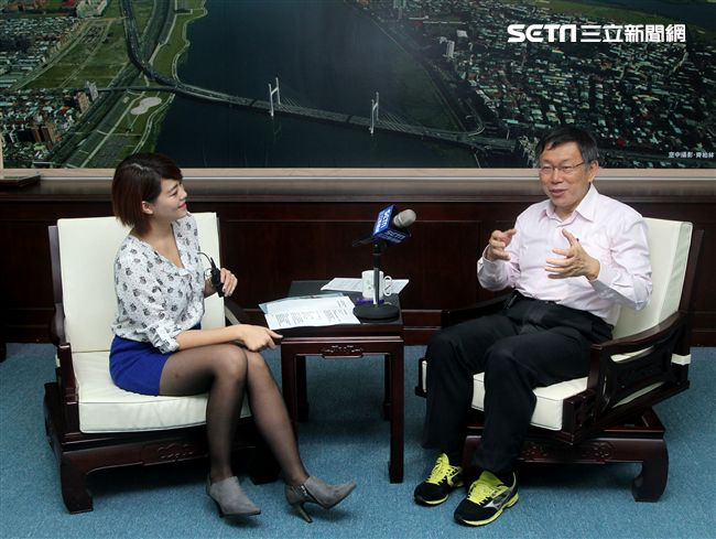 台北市長柯文哲接受三立新聞網獨家專訪。(記者邱榮吉/攝影)