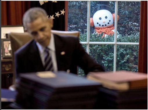 歐巴馬,Obama,惡作劇,耶誕節,雪人(IG https://www.instagram.com/p/BOF_jkGDWke/?taken-by=petesouza)