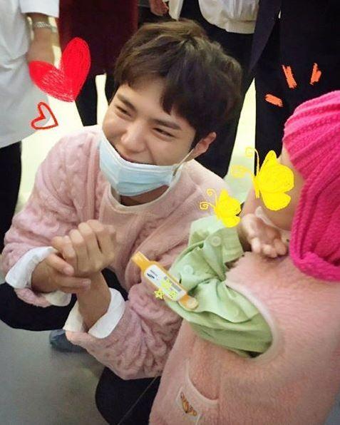 再展暖男形象!朴寶劍耶誕夜前夕訪醫院 為病童加油打氣。資料來源:instagram