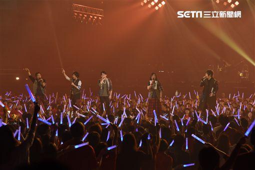 五月天RE:FINAL HOME復刻演唱會耶誕夜開唱,引領歌迷再次回顧五月天首度登台北小巨蛋的感動
