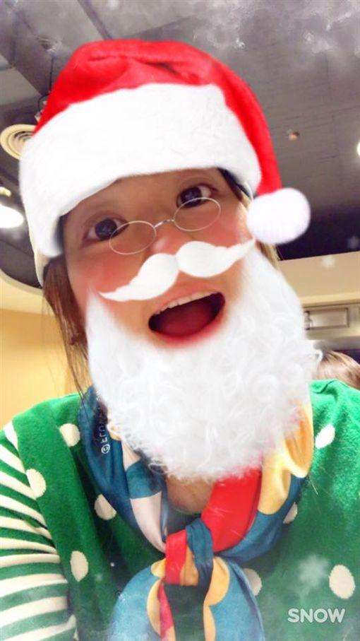 Selina 聖誕老人(圖/翻攝自 任家萱 Selina臉書) https://www.facebook.com/himselina/photos/a.100721163389357.286.100686060059534/1079221142206016/?type=3&theater