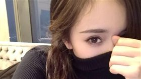 楊冪自拍照。(圖/翻攝自楊冪微博)-http://www.weibo.com/yangmiblog?refer_flag=1001030101_&is_hot=1#1482645426876