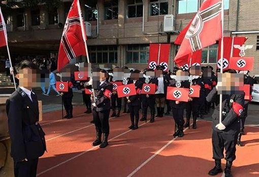 光復中學學生辦納粹軍官(打碼)(圖/翻攝自PTT)