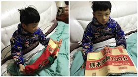 藍受香菇!小男孩收到超雷聖誕禮物 瞬間崩潰眼神死 圖/翻攝自張昏昏兒微博