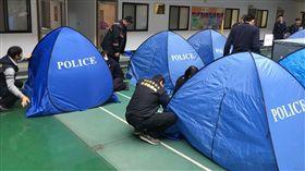 警察,帳篷,帷幕,死者,忌諱 圖/中央社