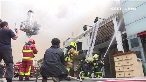 火災、火警、火勢、救火、消防員、雲梯車、撲滅、救難、救災