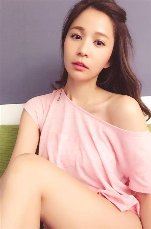 吳怡霈 臉書