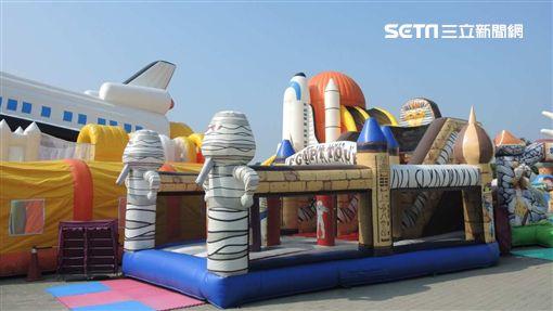 新北歡樂耶誕城加碼,氣墊遊樂園,元旦連假。(圖/新北觀傳局提供)