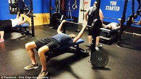 美國男大生,湯姆森,健身,舉重,意外(圖/翻攝自每日郵報)
