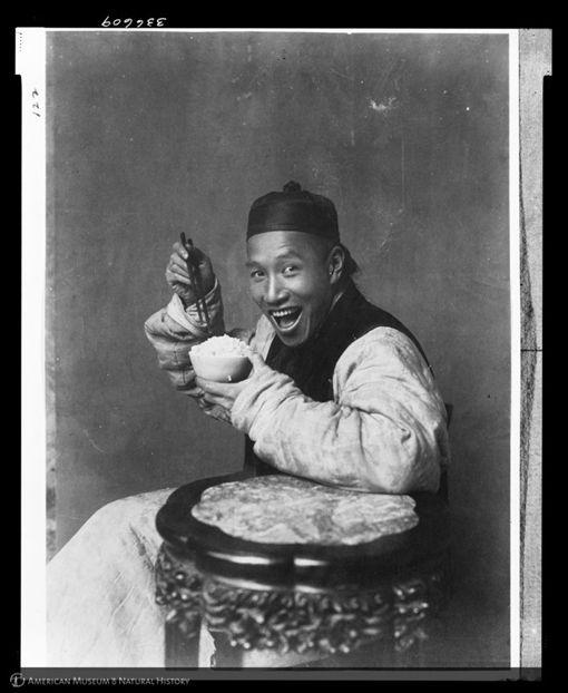 黑白照片,舊照片,古人,清朝,笑容,美國自然史研究圖書館,Berthold Laufer(圖/翻攝自reddit)