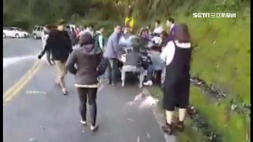 合歡山跨年車卡溝 熱心民眾合力救援
