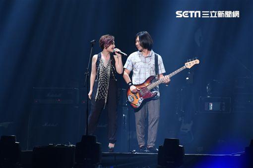 五月天RE:LIVE復刻演唱會台北最終場元旦開唱,重現1999年首場大型演唱會盛況