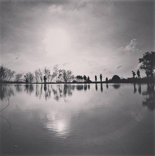 水中央,八煙部落,網友,祕境,GI,夕陽,仙境,北8鄉道奎柔山路,陽明山,淡水 圖/Instagram https://goo.gl/fKVSp3