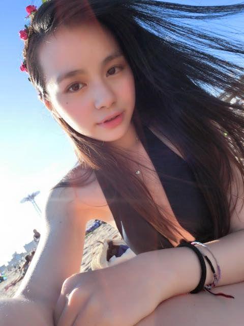 太正惹~陳子璇超正19歲女秀白皙長腿 媚眼甜笑超吸睛 圖/翻攝自喜多酒臉書
