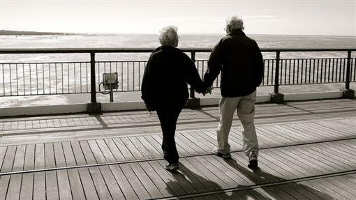 戀人、老夫老妻、夫妻、家人/Flickr/https://flic.kr/p/oZTD41
