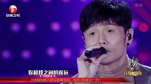 李榮浩,左邊,安徽衛視,國劇盛典,串燒金曲圖/翻攝自YouTube