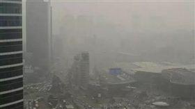 韓國首爾市中心的龍山區,近日持續灰濛濛。(圖/取自新華網)