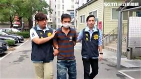 張男缺錢買毒竊取贓車前往公車站牌搶奪女高中生的皮夾(翻攝畫面)