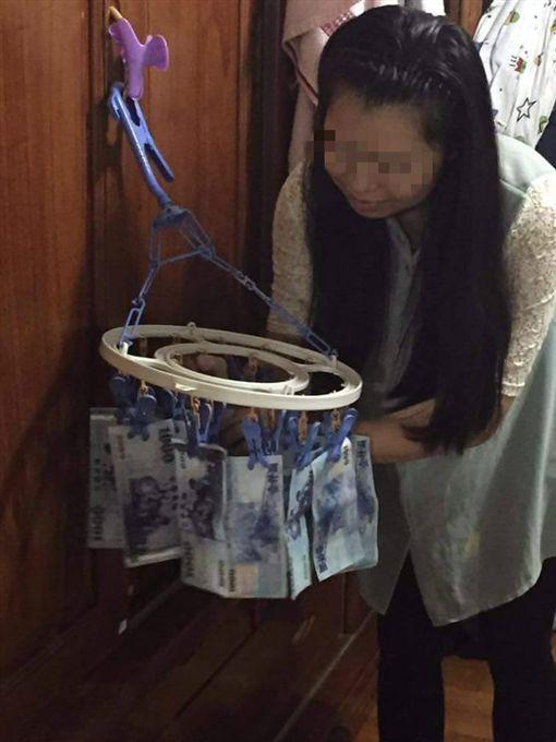 家庭主婦,太太,私房錢,年終獎金,洗褲子,充公,千鈔,鈔票(圖/翻攝自爆料公社)