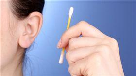 挖耳朵(圖/翻攝自健康網站Health)