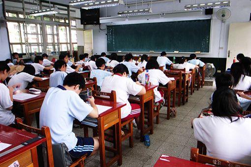 考試,學生,教室,學校 圖/攝影者,chia ying Yang,Flickr CC Licensehttps://flic.kr/p/2Hdzgt