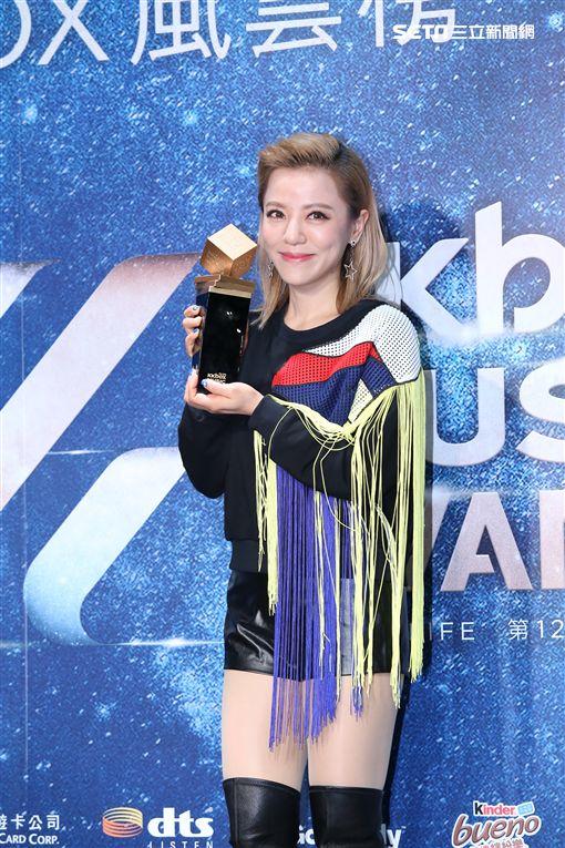 丁噹出席第十二屆KKBO風雲榜搶先發佈會,六度獲風雲歌手提前領獎