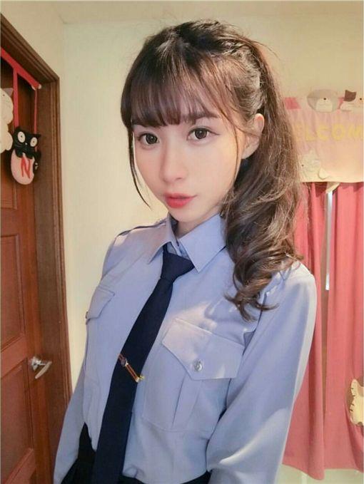 女警-翻攝PTT表特版https://www.ptt.cc/bbs/Beauty/M.1483840869.A.343.html