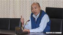 台北農產運銷公司總經理韓國瑜15日上午出席臨時常務董事會,並於會後接受記者訪問。 圖/記者林敬旻攝
