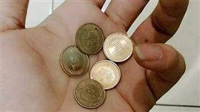 16:9 1個換5個…買96元商品付101元 店員找他滿滿的1塊 圖/翻攝自爆料公社