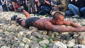 陸戰隊九九旅中尉李元傑 海軍陸戰隊兩棲偵搜專長班144期第一名結訓 圖/記者盧冠妃攝