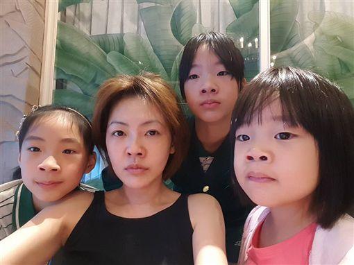 小S嘆愛女「許老三」不懂事 未來男友竟棄孔劉選他! 圖/翻攝自小S臉書專頁