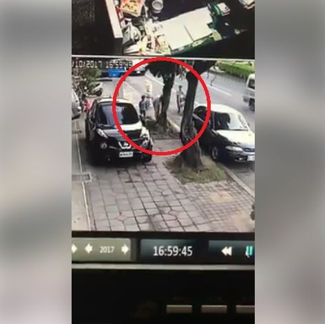 撿垃圾,身教 圖/翻攝自爆料公社