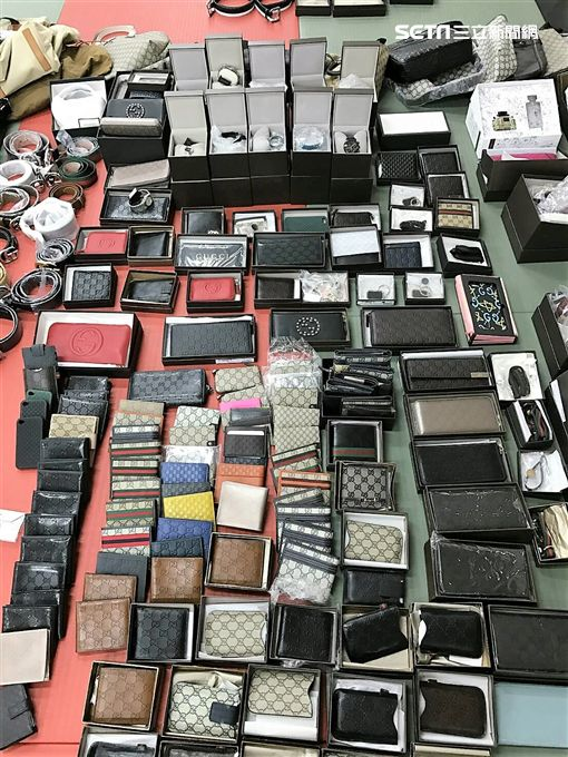 張男開進口名車販售仿冒精品,以6到8折的價格批貨給下游廠商,還在拍賣網站上販售遭警方查獲(翻攝畫面)