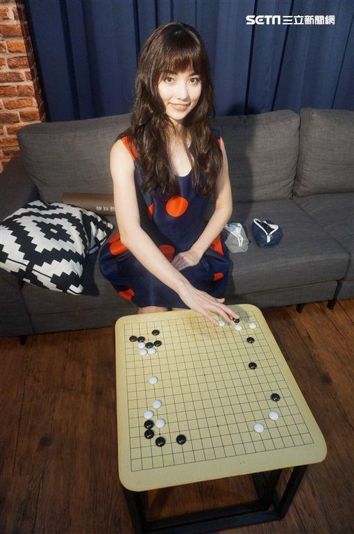 專訪/演藝新星「圍棋女神」黑嘉嘉 最想和「他」一起滑冰 圖/記者王建棠攝影
