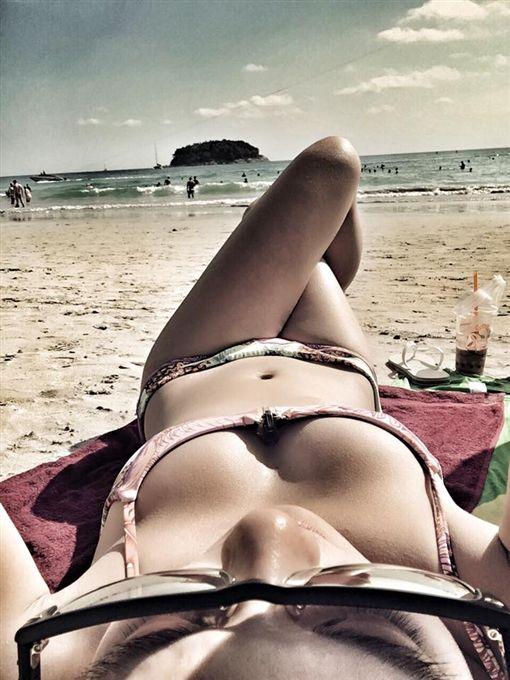 劉雨柔,度假,比基尼,沙灘,老公視角,健美,黃育仁,泰國 (圖/翻攝自劉雨柔臉書)